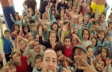 Voluntarios de este colectivo, realizaron actividad con niños en colegio Cristobal Valera.