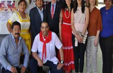 Reiteran su enhorabuena a los Amigos de Cuba por organizar la V Feria de las Culturas 2016.
