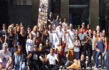 La rumba de Timbalencia animó a los Amigos de Cuba reunidos en la plaza Altozano de Albacete.