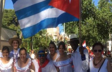 Los Amigos de Cuba estuvieron presentes en el Desfile apertura de la VI Feria de las Culturas.