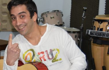 """El humorista y músico cubano """"Odo Lopez"""" actuará en la Gala por el Día de la Cultural Cubana."""